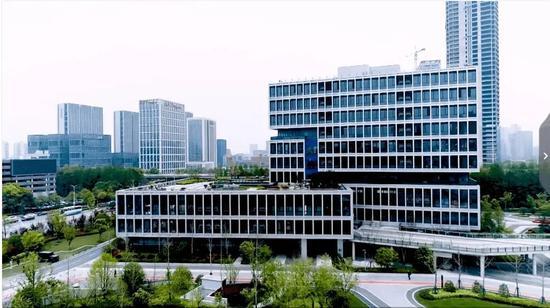 薇娅在杭州阿里园区内有一栋十层楼的总部